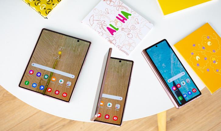 Samsung Galaxy Z Fold2 يعد من أفضل 5 هواتف في عام 2020