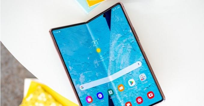 صور حقيقية لـهاتف Xiaomi Folding Mobile القابل للطي