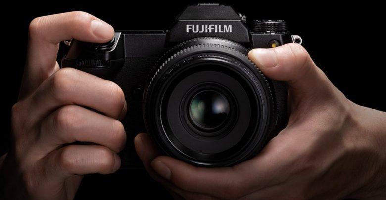 فوجي فيلم تطلق GFX100S 102MP كاميرا متوسطة الحجم